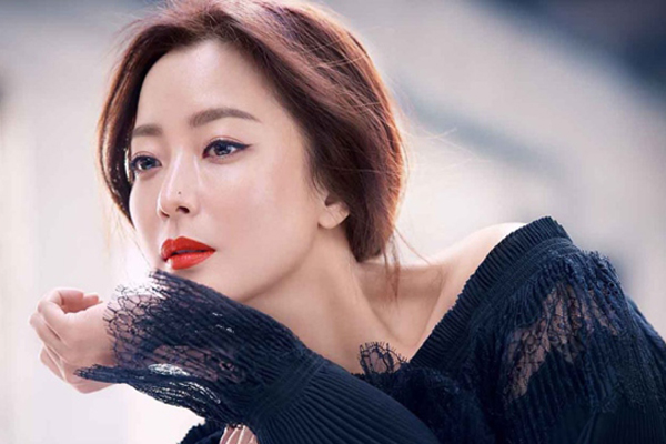 Kim Hee Sun khoe nhan sắc ở tuổi 40