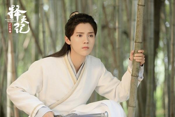 Đây là cách Luhan phản pháo khi được khen xinh hơn nữ chính!